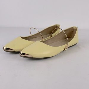 ✨3/$25✨Qantas Pale Yellow/Gold Slip on Flats